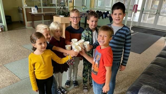 In der Volksschule Oberwart kommen die Bio-Getränke bei den Mädchen und Buben gut an. (Bild: Christian Schulter)