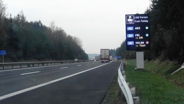 Infotafeln auf Autobahnen zeigen die Auslastung an. (Bild: ASFINAG)