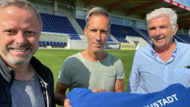 Vorstand Spenger (li.), Aflenzer und Sportchef Heinz Griesmayer (re.). (Bild: 1. Wr. Neustädter Sportlcub)