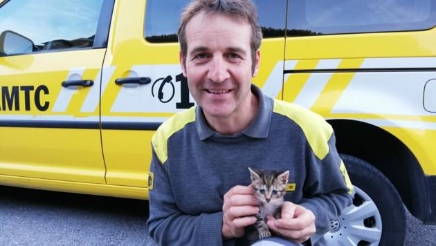 Toni Egger befreite das Kätzchen und nahm es bei sich Zuhause auf. (Bild: ÖAMTC)