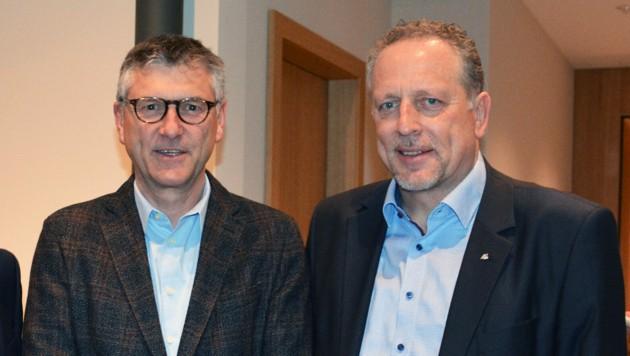 Sind mit den Entwicklungen in der ÖGK nicht glücklich: Manfred Brunner und Hubert Hämmerle. Die beiden kritisieren, dass die Länder zu wenig Mitspracherecht haben und in Wien zu viele Fragen entschieden werden. (Bild: Dietmar Hofer)