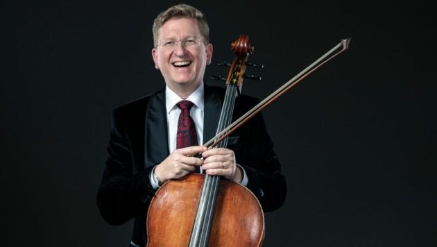 """Martin Rummel ist bekannter Cellist, Hundefreund und neuer Rektor an der Bruckneruni. Was er nicht mag: """"Musik als Hintergrundberieselung."""" (Bild: Maria Frodl)"""