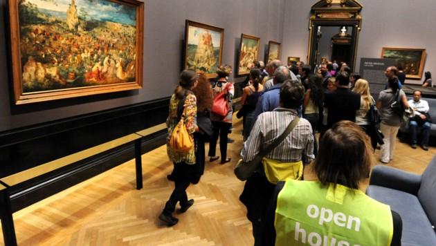 Besucher anlässlich der Langen Nacht der Museen im Jahr 2012 (Bild: APA/HERBERT PFARRHOFER)