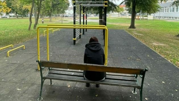 In diesem Park neben den Schulen in Pinkafeld werden 13- bis 15-jährige Mädchen immer wieder belästigt. (Bild: Christian Schulter)