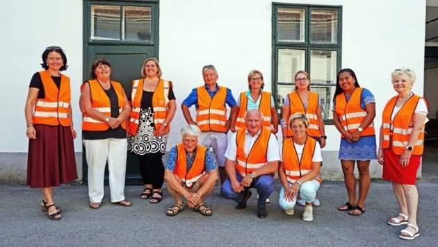 """Das Pedibus-Team sorgt mit zwei Routen und acht """"Haltestellen"""" für einen sicheren Schulweg (Bild: Marktgemeinde Himberg)"""