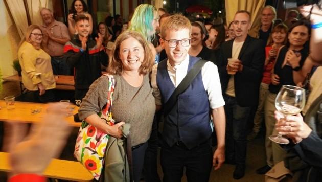 Elke Kahr und Robert Krotzer feiern den Wahlsieg der KPÖ Graz. (Bild: Sepp Pail)