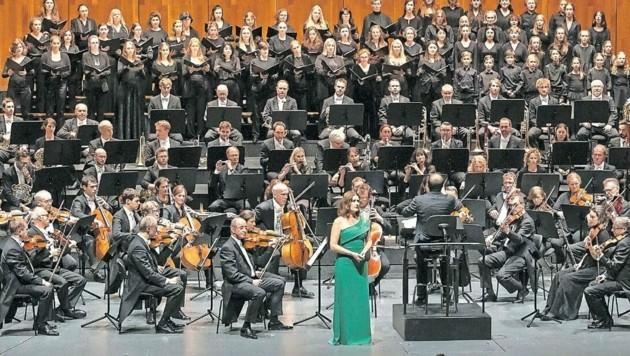 Die Künstler drangen unter der Leitung von Riccardo Minasi in den musikalischen Kosmos Mahlers vor. (Bild: Chris Hofer)
