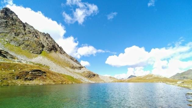 An einem klaren Herbsttag spiegelt sich die umliegende Landschaft im Radsee und sorgt für ausgesprochen malerische Eindrücke. (Bild: Rubina Bergauer)