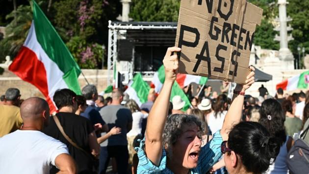 Impfkritiker genießen in Italien derzeit regen Zulauf. (Bild: AFP/Alberto PIZZOLI)