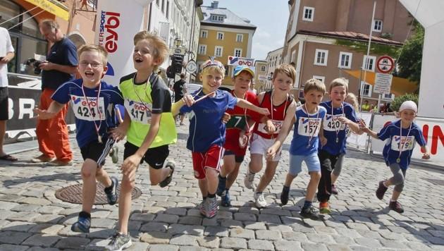 Hunderte Kinder nehmen eigentlich am Halleiner Salzkristall-Lauf teil. In Zeiten von Corona ist das anders: Es gibt kaum Anmeldungen. (Bild: MARKUS TSCHEPP)