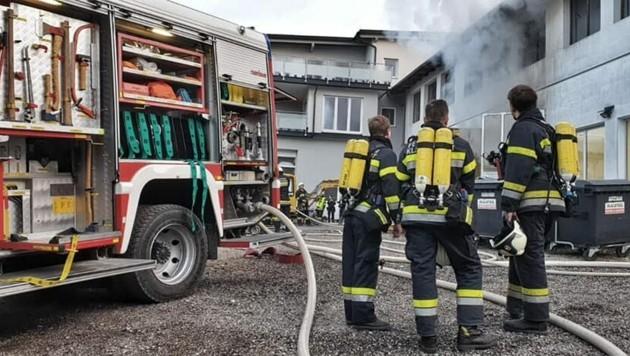 Fünf Feuerwehren standen im Einsatz. (Bild: FF Köttmannsdorf)