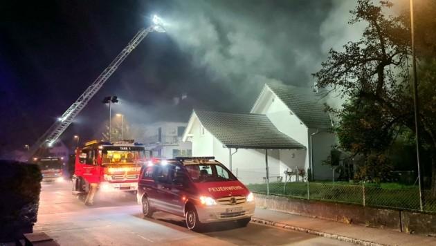 Der Brand war gegen 3 Uhr früh ausgebrochen. (Bild: Feuerwehr Hohenems)