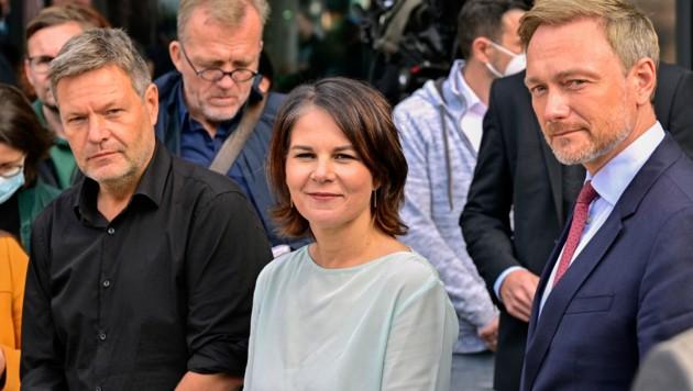 Grünen-Co-Parteichef Robert Habeck, Spitzenkandidatin Annalena Baerbock und FDP-Chef Christian Lindner (v.l.n.r.) nach dem zweiten Treffen in Berlin (Bild: AFP)