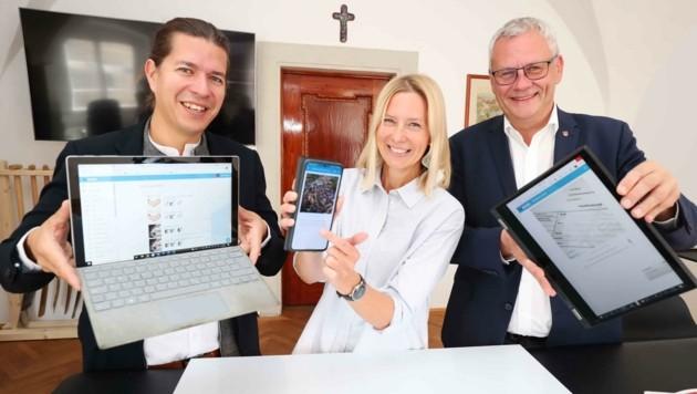 """Bürgermeister Thomas Steiner (re.) präsentierte gemeinsam mit Gründer Gerhard Bauer das neue Online-Tool """"Juduid"""". (Bild: Judt Reinhard)"""