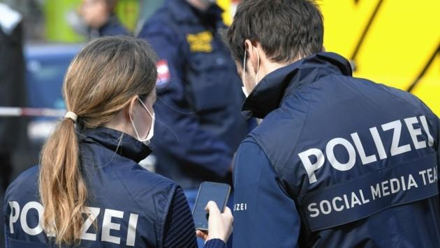 Mit dem Twittermarathon gibt die Polizei 24 Stunden lang Einblick in die täglichen Notrufe und Einsätze. Heuer sind alle Einsatzteams mit dabei. (Bild: APA/HANS KLAUS TECHT)