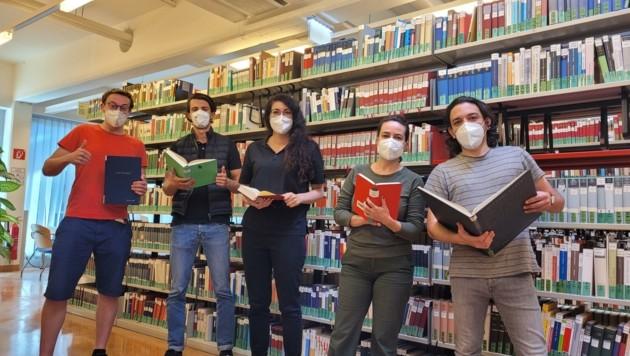 Ohne eines der 3 G darf man nicht in die Uni, Masken sind auch in der Bibliothek Pflicht (Bild: Tragner Christian)