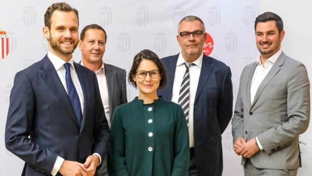 Felix Eypeltauer mit Team (Bild: Horst Einöder/Flashpictures)