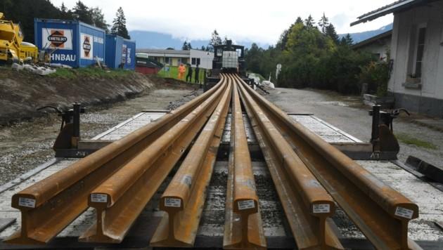 Gleistransport mit der Dampfgarnitur (Bild: ZOOM.TIROL)