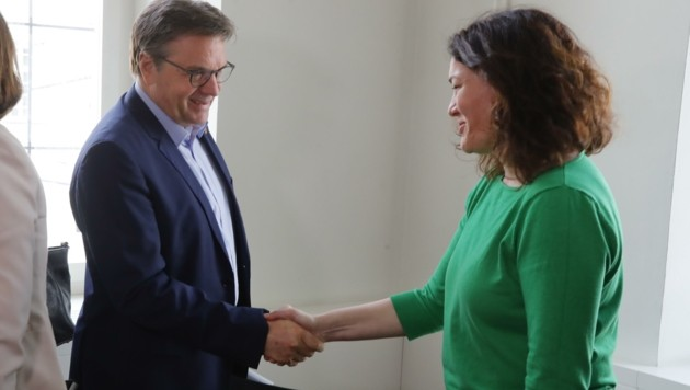 VP-Chef LH Günther Platter und Grün-Frontfrau Ingrid Felipe sollen noch können – ansonsten sind die Gräben zwischen den Parteien tief. Felipe soll intern bereits schwer angezählt sein. (Bild: Birbaumer Christof)