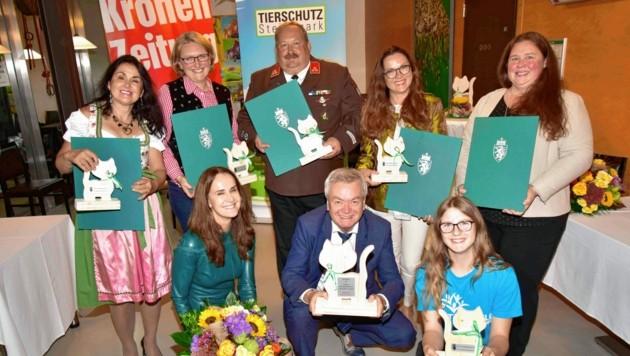 Die Preisträger mit Anton Lang (vorne Mitte) und Maggie Entenfellner (li. unten) in der schönen Tierwelt Herberstein (Bild: Foto Ricardo, Richard Heintz 8010)