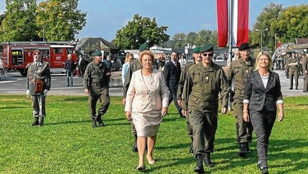 Ankunft von Landtagspräsidentin Dunst, Milizbeauftragtem Generalmajor Hameseder und Verteidigungsministerin Tanner. (Bild: Christian Schulter)
