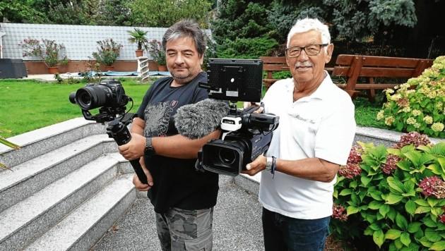 Waren mit ihren Kameras in der Ortschaft für die besten Bilder unterwegs: Thomas Radatz und Paul Rizzoli (v. li.) (Bild: Judt Reinhard)