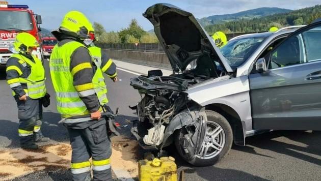 Die Feuerwehr musste zu einem schweren Unfall ausrücken (Bild: BFVMZ/FF Kindberg Stadt)