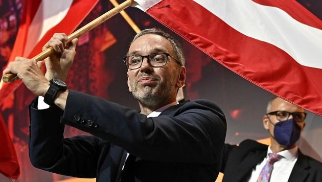 Herbert Kickl nach seiner Wahl zum Parteichef beim außerordentlichen Bundesparteitag der FPÖ im Juni 2021 (Bild: APA/HANS PUNZ)