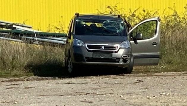 Auffahrunfall auf der Landesstraße bei Wallern: Drei Erwachsene und drei Kinder wurden verletzt. (Bild: Christian Schulter)
