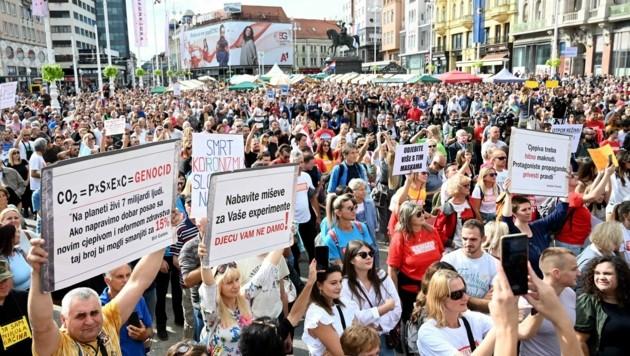 In Zagreb protestierten Krankenschwestern und Pflegepersonal gegen die 3G-Regel. (Bild: AFP)
