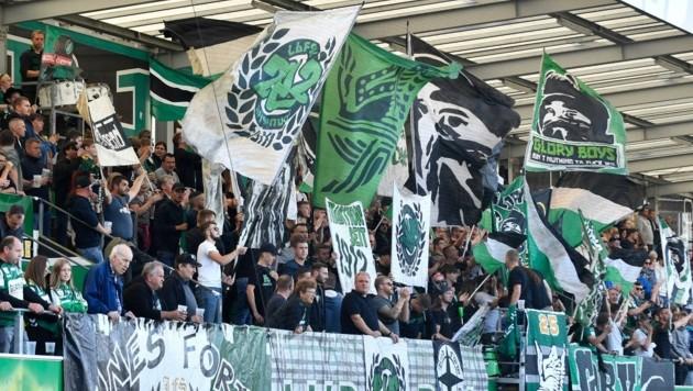 Rieds Anhänger protestierten gegen die Eintrittspreise (Bild: SEPA.Media | Franz Kirchmayr)