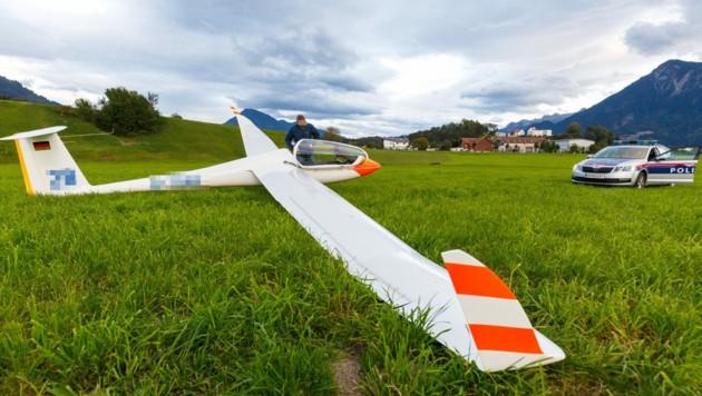 Der junge Pilot landete mit seinem Segelflieger auf einer Wiese. (Bild: Bernd Hofmeister)