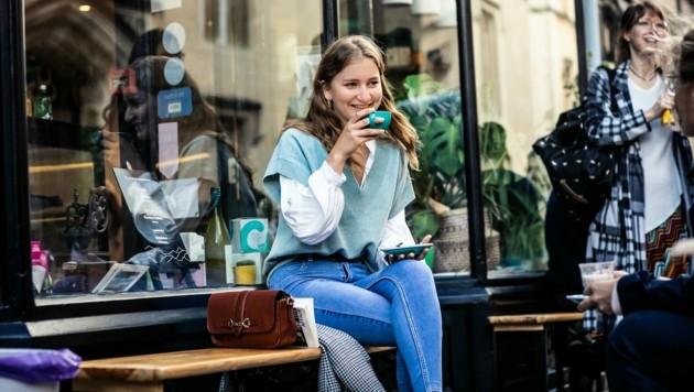 Die belgische Kronprinzessin Elisabeth gönnt sie in der Nähe des Lincoln College einen Kaffee. (Bild: Bas Bogaerts)