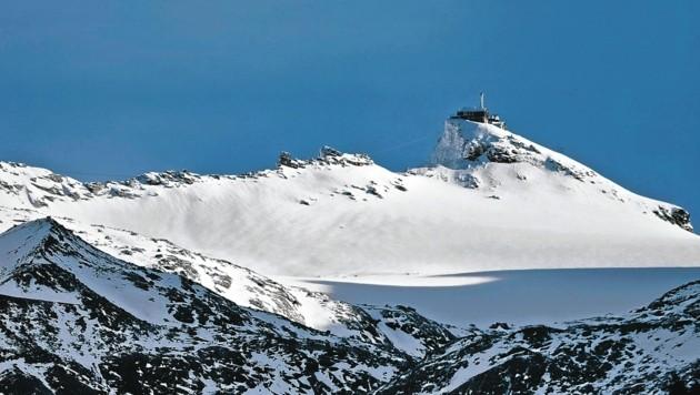 Aufnahme vom Hohen Sonnblick mit Gletscher und dem Zittelhaus samt Sonnblick Observatorium in den Tauern. (Bild: Wallner Hannes)