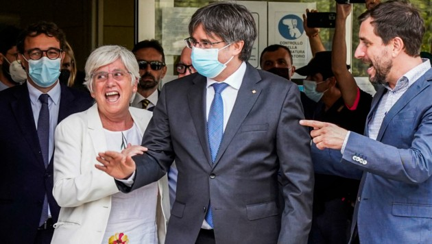 Carles Puigdemont beim Verlassen des Gerichtsgebäudes (Bild: AFP)