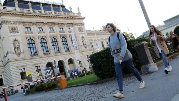 Anwesenheit erwünscht: Gestern startete der Lehrbetrieb an der größten steirischen Universität. (Bild: Christian Jauschowetz)