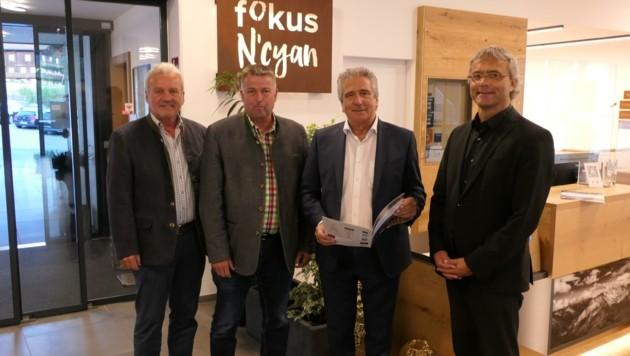 Im Fokus N'Cyan stellten Egon Kleinlercher, Hubert Jesacher, Walter Troger und Hannes Raffaseder (v. li.) ihre Pläne vor. (Bild: Martin Oberbichler)
