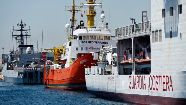 Ein Schiff der spanischen Küstenwache (Archivbild) (Bild: APA/AFP/PAU BARRENA)