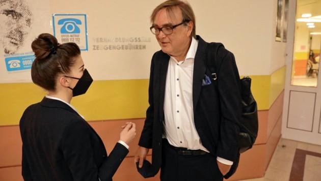 """Das Ibiza-Video wurde auch für die Immobilienmaklerin Irena M. (mit ihrem Verteidiger Gerald Ganzger) zum """"Albtraum"""". (Bild: Martin Jöchl)"""