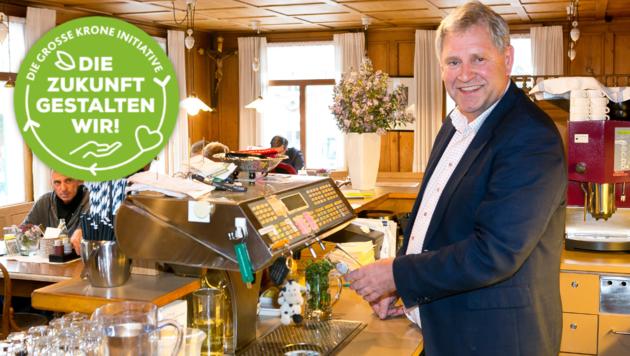 Lothar Eiler in seinem Wirtshaus Taube in Alberschwende. Er bestätigt, dass die Gäste wissen wollen, woher die Produkte am Teller kommen. Qualität und Tierwohl sind für ihn keine bloßen Schlagwörter, sondern tagtäglich gelebte Werte. (Bild: Mathis Fotografie)