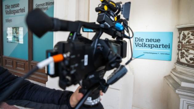 Am Mittwoch ist es zu mehreren Hausdurchsuchungen im Umfeld der ÖVP gekommen. Die Opposition sieht das als Bestätigung für den Korruptionsverdacht. (Bild: APA/GEORG HOCHMUTH)