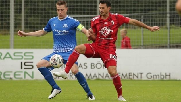 Der FC Pinzgau um Kapitän Tandari (li., gegen Kuchls Strobl) kämpft noch um die sportliche Qualifikation für die Frühjahrs-Westliga. (Bild: krugfoto/Krug Daniel jun.)
