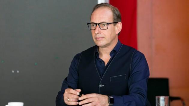 Dieter Egger stellt sich hinter die Pädagogen der Stadt, fordert von Landes- und Bundesebene aber rasch Taten. (Bild: Mathis Fotografie)