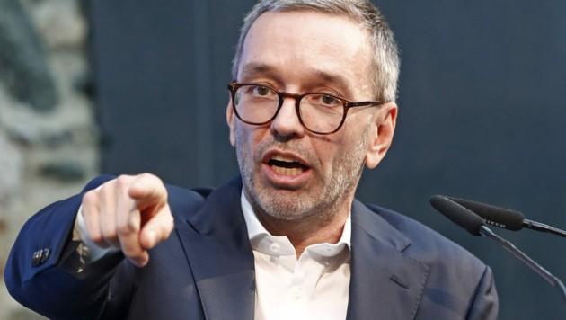 """FPÖ-Chef Herbert Kickl möchte im Interesse der Bevölkerung """"die politische Hygiene wiederherstellen"""". (Bild: APA/GERT EGGENBERGER)"""