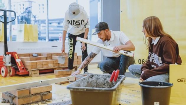 Um Salzburgs Jugendliche für die Lehre anzusprechen, wecken Unternehmen mit Workshops Interesse. (Bild: EXPA/ JFK)