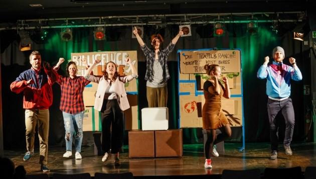 """Das Theaterstück """"die Umweltkrise, meine Familie und ich."""" (Bild: Tschepp Markus)"""