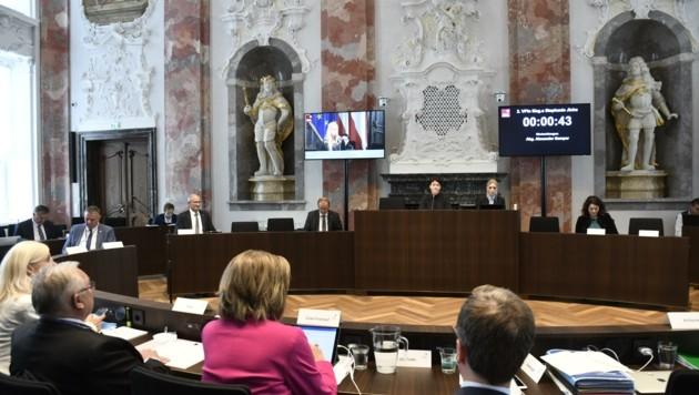 Der Sessel des Landeshauptmannes blieb die meiste Zeit leer. Kein Wunder! Wien bereitet ihm wieder einmal große Sorgen. (Bild: Fischer Andreas)