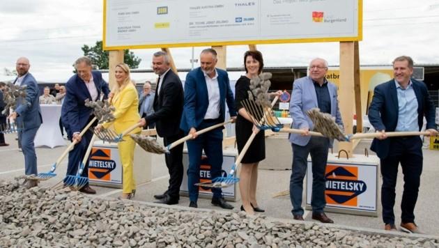 Ende August erfolgte der Spatenstich, mit 16. Oktober erfolgt nun die Sperre der Bahnstrecke bis Neusiedl am See. (Bild: Bgld. LMS)