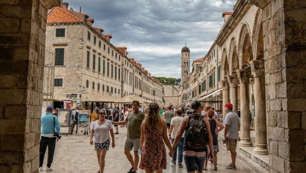Bei der Busreise nach Kroatien haben sich mindestens neun Senioren angesteckt. (Bild: EXPA/ PIXSELL/ Grgo Jelavic)