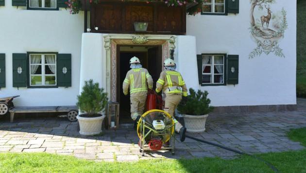 Die Feuerwehr konnte den Brand bis 16 Uhr löschen. (Bild: zoom.tirol)